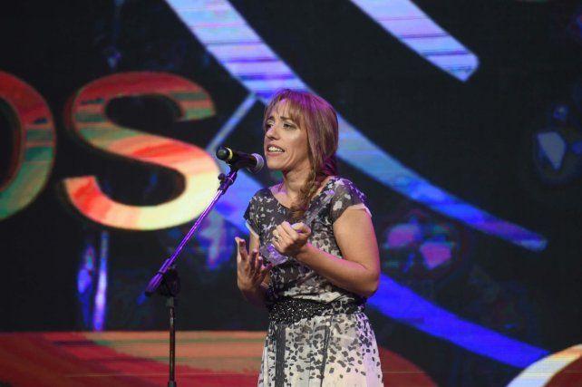 Para La Capital. Premiaron a la periodista María Laura Favarel.