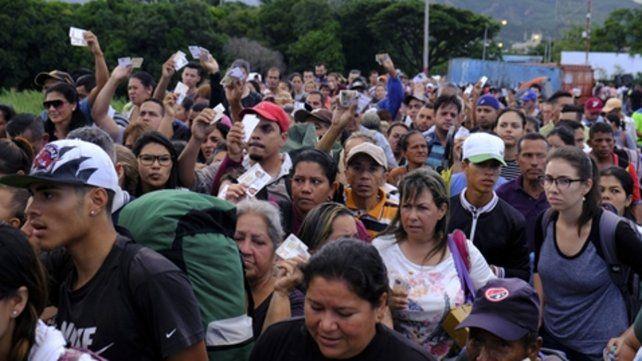 Dejen entrar. Venezolanos