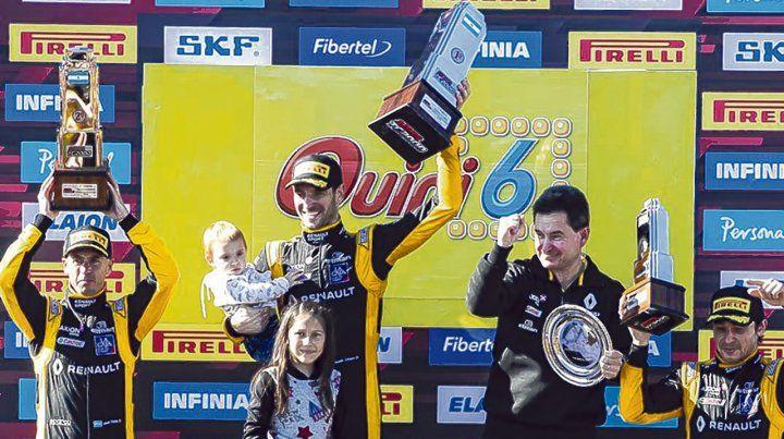 Monumental. Un feliz Ardusso celebra en el podio. Pole