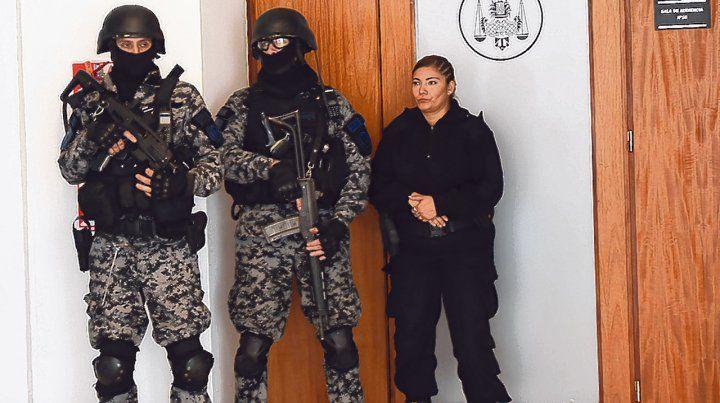 fuerte custodia. Adentro y afuera del Centro de Justicia Penal la presencia policial es de alto perfil.