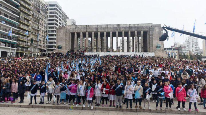 Miles de chicos de 4 grado hoy en el Monumento.