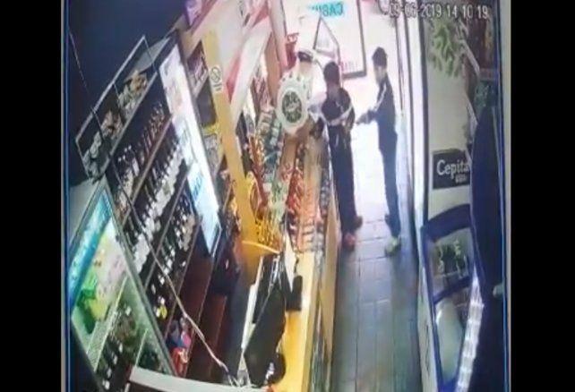 Dos nenes de no más de 10 años entraron a robar a un quiosco a punta de pistola