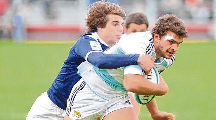2010. Un francés intenta detener al por entonces Pumita Ramiro Moyano. Fue el primero de los dos duelos del Mundial de ese año.