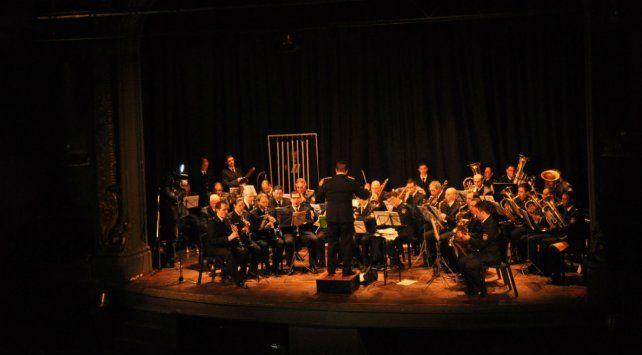 La orquesta sinfónica provincial de la policía.