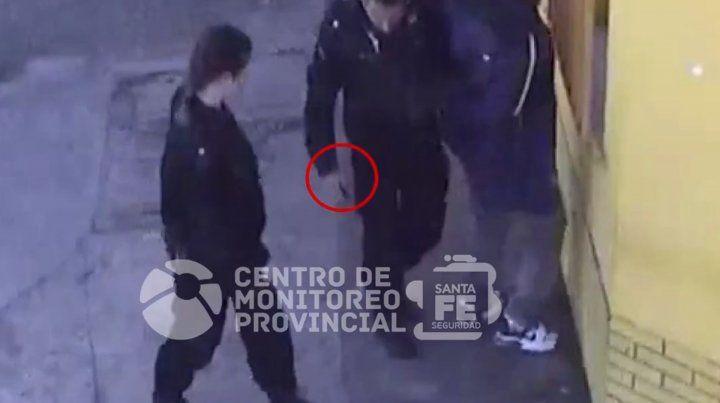 Caminaba ebrio con un cuchillo en la mano y quedó registrado en un video
