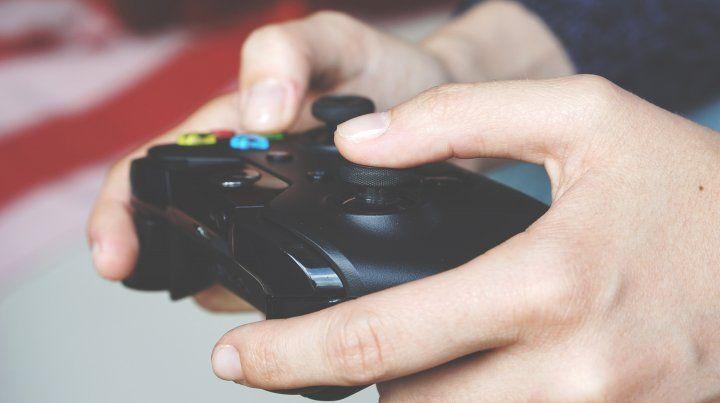 Un adolescente mató a otro por el control de un videojuego