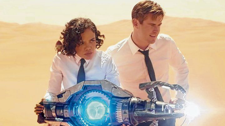 Tessa Thompson y Chris Hermsworth interpretan a dos agentes del gobierno que intentan descubrir a un traidor dentro de la organización.