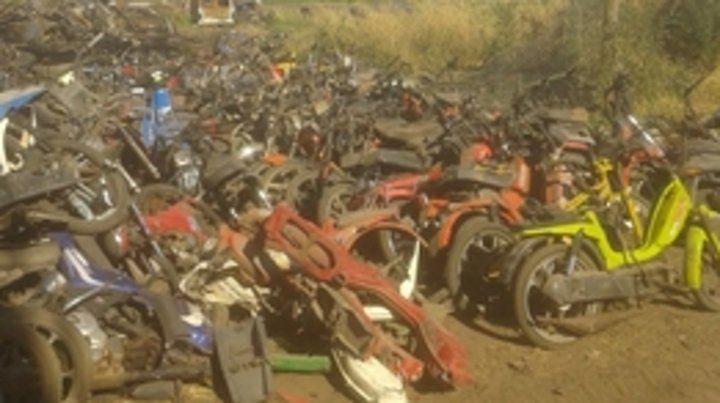 En toda la provincia. Miles de motos y autos en desuso se destruyeron.