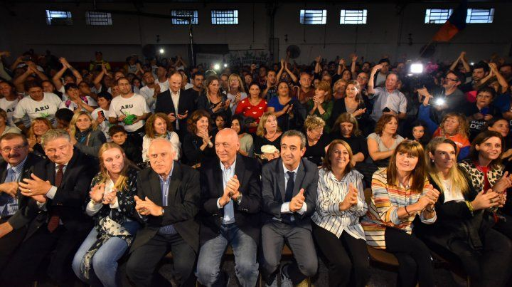 Las autoridades del Frente Progresista se dieron cita en el club Aurora para el cierre de campaña de sus candidatos.
