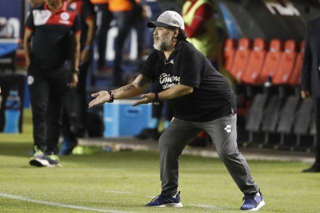 Maradona dejó la dirección técnica de Dorados por razones de salud