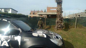 en construcción. Una de las propiedades de Alvarado allanada por la policía en un barrio privado.