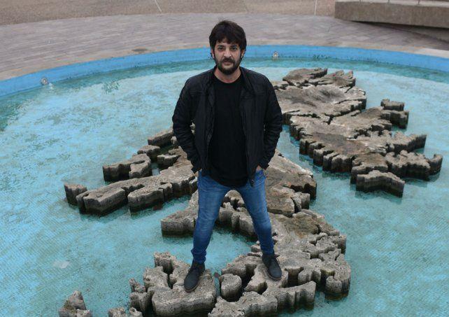 El equipo de producción y el actor Pablo Rago comenzaron a filmar el documental en el Monumento a los Caídos