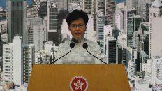 Retrocedió. La jefa del gobierno local, Carrie Lam, anuncia la decisión.