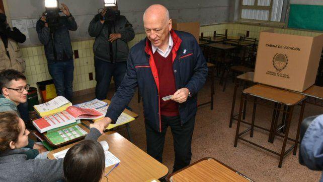 Bonfatti votó temprano y se refirió al corte de luz