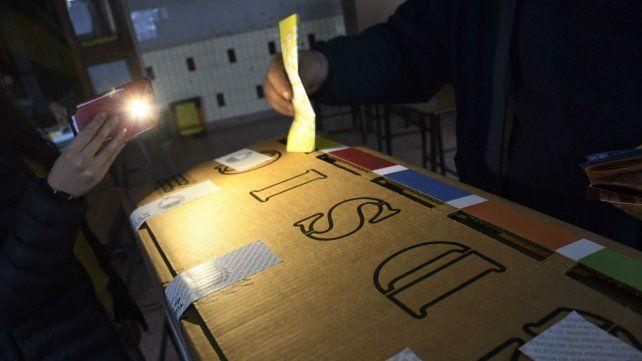 Las elecciones de hoy arrancaron con un apagón masivo que afectó incluso a todo el país.