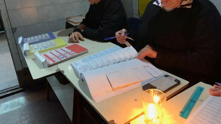 En muchos centros de votación sufrieron la falta de energía eléctrica.
