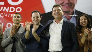 De festejo. Raimundo (a la derecha), junto al concejal Hernán Ore.