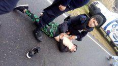 Detienen a cantante de cumbia por amenazar a un mujer y atropellar a un policía