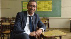El inicio. Pablo Javkin sonríe en el aula Nª 15 del superior, donde en 1985 lo eligieron delegado del curso.