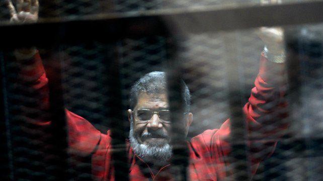 Expresidente egipcio murió de un ataque al corazón durante un juicio en su contra
