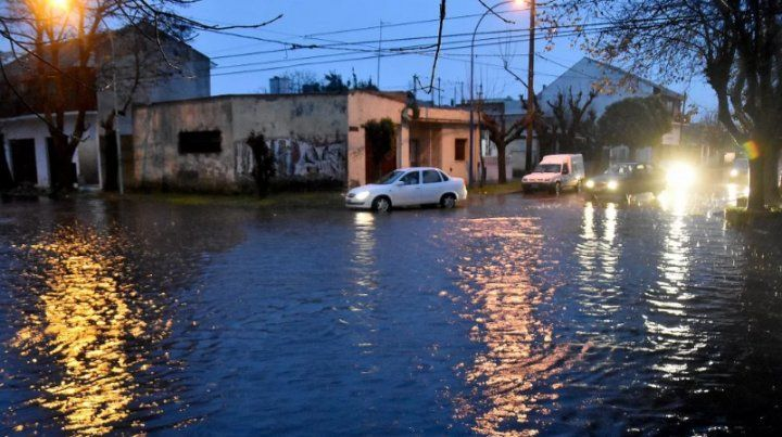 Evacuados y suspensión de clases por un temporal en Mar del Plata
