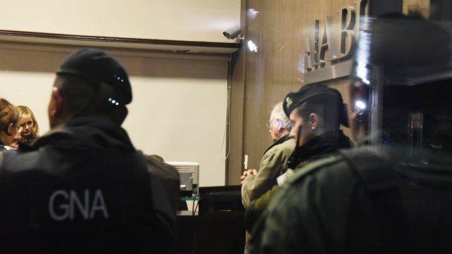 Allanaron una financiera del centro rosarino por supuestas irregularidades cambiarias
