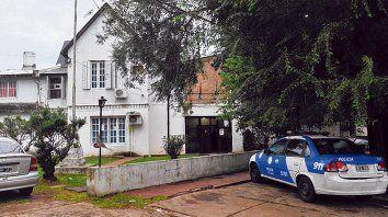 Escena del delito. La comisaría 10ª, en Darragueira al 1100, en la zona norte de la ciudad.