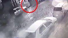 Un video muestra cómo abandonan el cadáver de una joven de 22 años