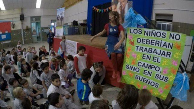 Concientización. Alumnos disfrutaron de un show teatral en Zavalla.