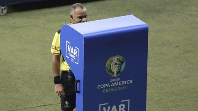 El VAR le dio una mano a la Argentina