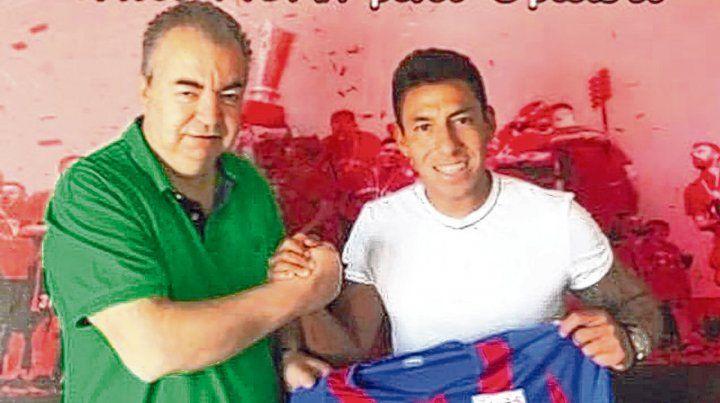 Presentado. Sarmiento se fue a Grecia para un club joven que sólo tiene dos años de vida. El ex leproso firmó por dos temporadas.