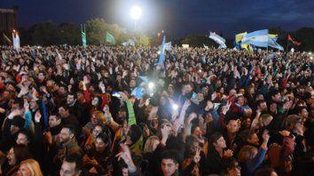 Juntos. Pegados unos con otros, los seguidores de Cristina que se apostaron en el Scalabrini Ortiz siguieron el acto por pantallas gigantes.