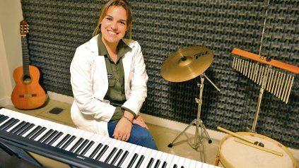 Recuperación neurológica. La musicoterapeuta Sabrina Carini, de Ineco, dice que ve cambios muy positivos en los pacientes con los que trabaja.