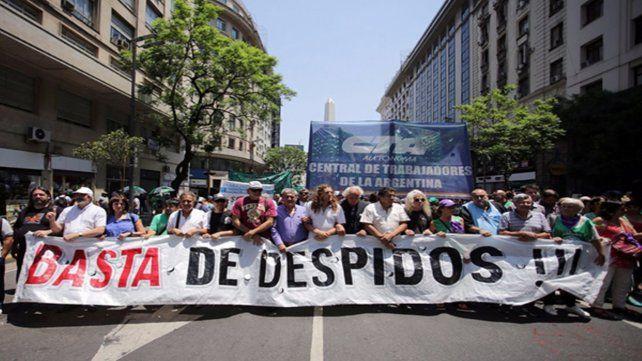 Masacre laboral. Marcha contra despidos estatales en el verano. El desempleo en Rosario llegó al 11