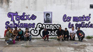 Para siempre. Ayer pintaron un mural de Franco en la plaza de las Américas, en Salta e Iriondo.