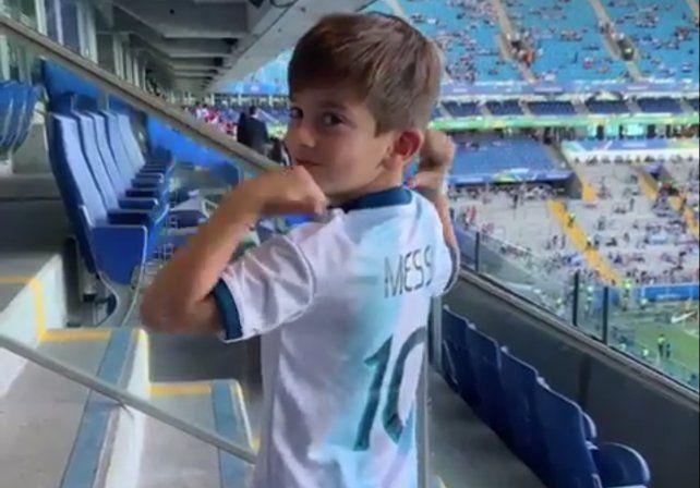 El festejo de Thiago Messi tras el triunfo ante Qatar
