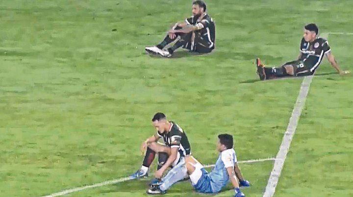 De no creer. Los jugadores de San Jorge de Tucumán decidieron no seguir la final por el ascenso a la B Nacional en Mar del Plata.