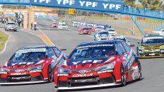 El STC 2000 padece. En la imagen 13 autos en la largada de Rosario, detrás de 3 Fluence y 1 Chevrolet. Fueron apenas 17.
