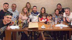 Seres queridos. Messi, rodeado de sus afectos, en su cumple.