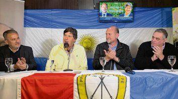 Aplausos. El intendente electo junto al futuro gobernador Perotti.