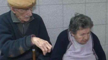 la pareja. Hilda y Hugo, de 86 y 92 años, fueron asistidos por la policía tras ser abandonados.