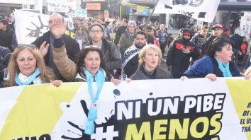 Una multitudinaria marcha en Rosario contra las adicciones