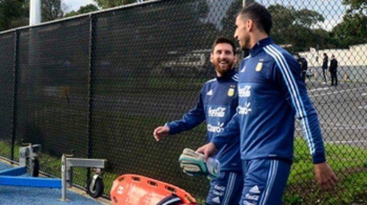 El Patón Guzmán vuelve a Newells si lo hace Messi