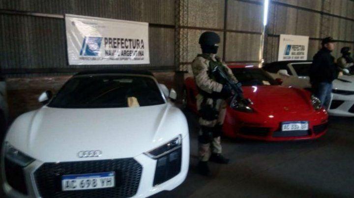 Algunos de los vehículos de alta gama secuestrados por Prefectura.