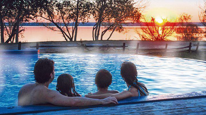 Familiar. Las piscinas termales permiten disfrutar de baños prolongados en pleno invierno bajo la luz del sol.
