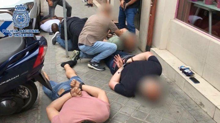 desenlace. Imagen difundida por las autoridades españolas del momento en que la Policía arresta a la banda de secuestradores.