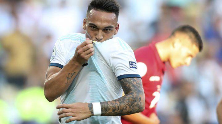 Lautaro festeja con todo su gol