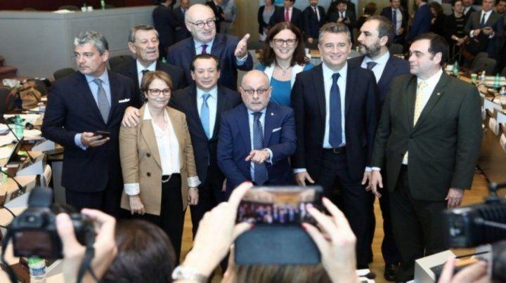 Delegación oficial. La comitiva argentina celebró el acuerdo alcanzado en Bruselas.