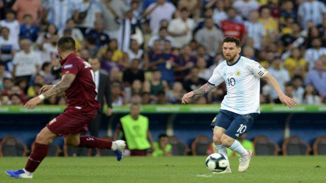 Se viene Leo. Messi encara en velocidad. Es la principal carta para ir por el gran golpe frente a Brasil.