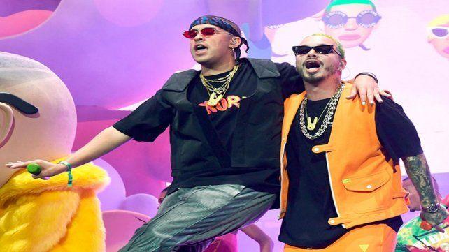 A dúo. Los reggaetoneros.